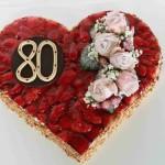 Erdbeerherz mit Rosenbukett