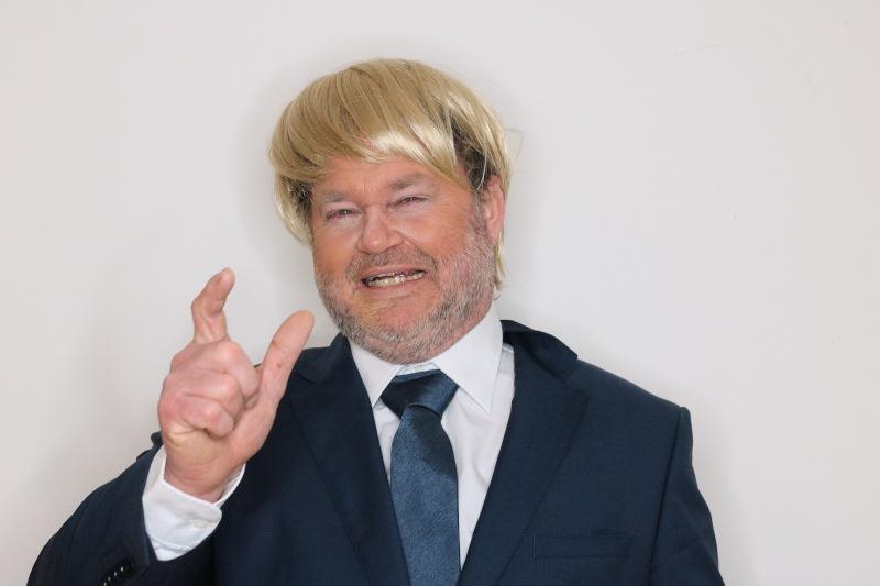 Martin Schönleben als Donald Trump