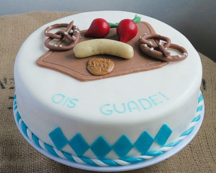 Torte mit Brezen, Weißwurst, Senf und Radiserl