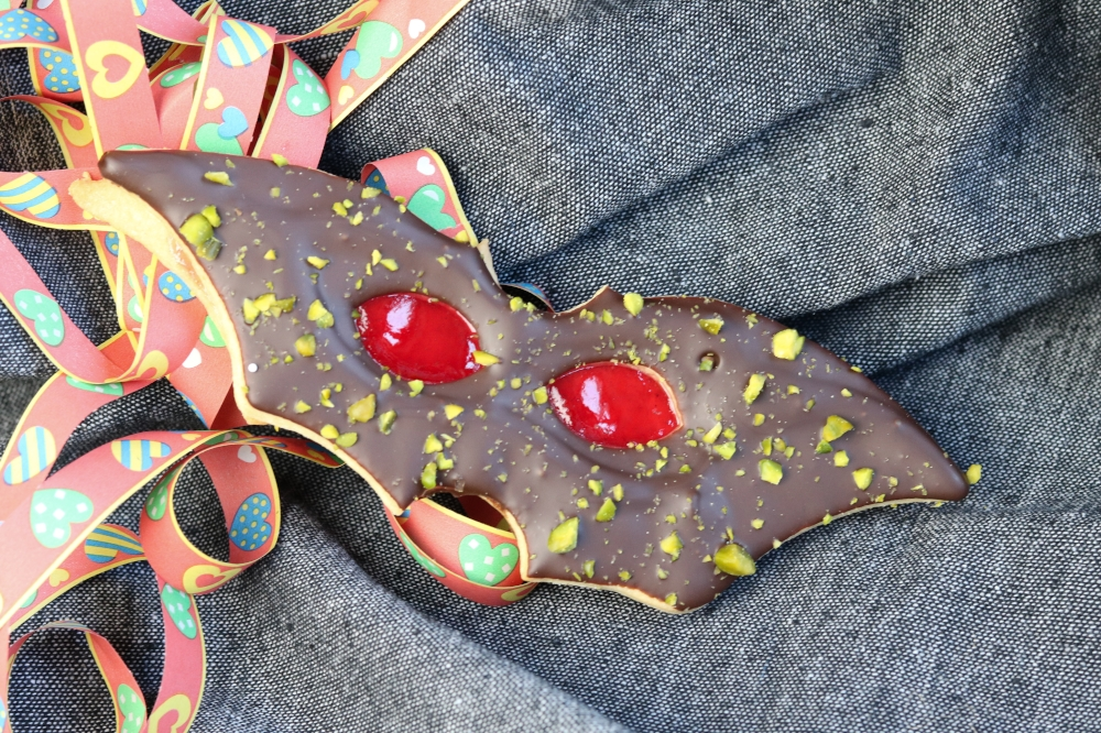 aus Mürbteig gebackene venezianische Masken