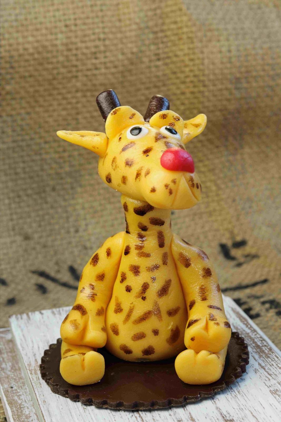 von Hand modellierte Giraffe